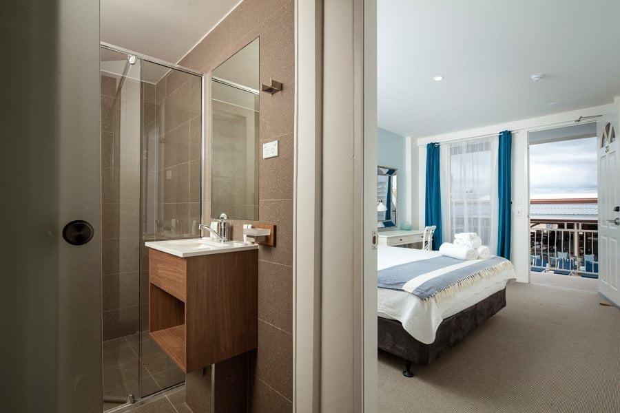 deluxe hotel room suite